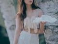 刘慧英最新杂志写真长发配白裙甜美又温柔
