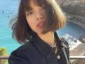 BLACKPINK成员LISA法国海边拍美照棕色短发似芭比娃娃